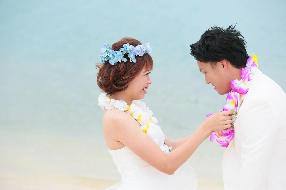 沖縄の海に笑顔満開!